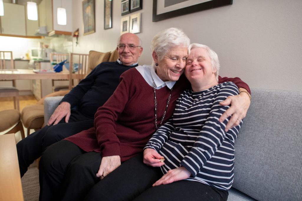 Tore og Vigdis Haugland  forteller om da datteren Torill kom til verden med Downs syndrom i 1964.