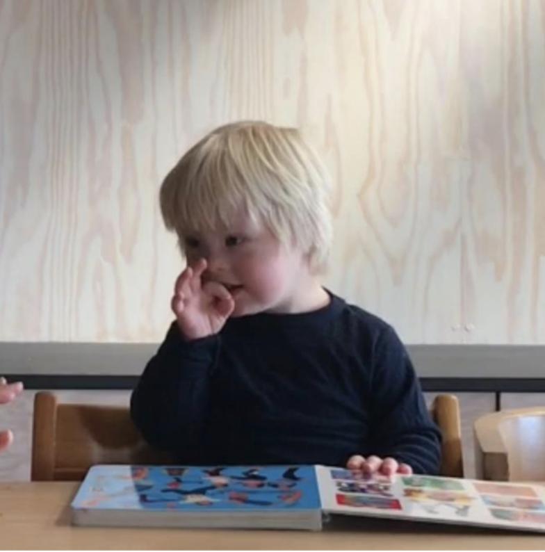 Språkutvikling: Tollef (4,5 år) øver på tegn