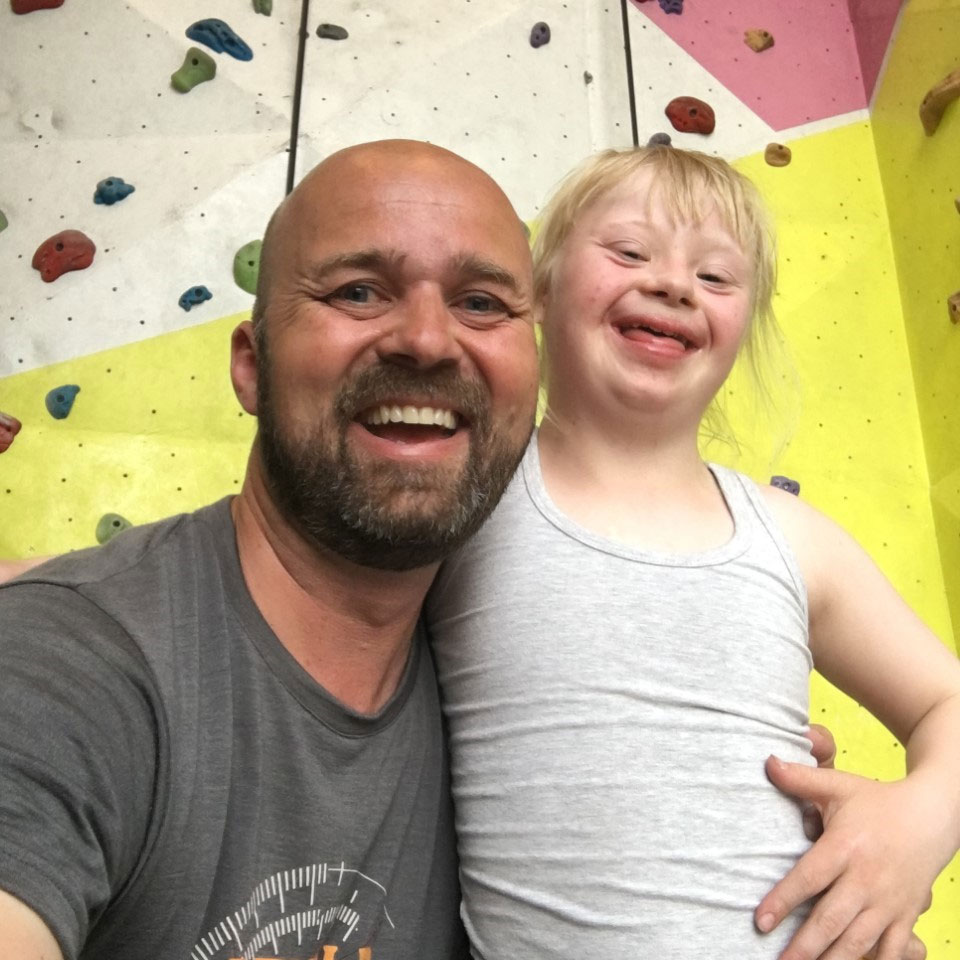 Glenn Sakshaug med datteren Eline. Foto: Privat